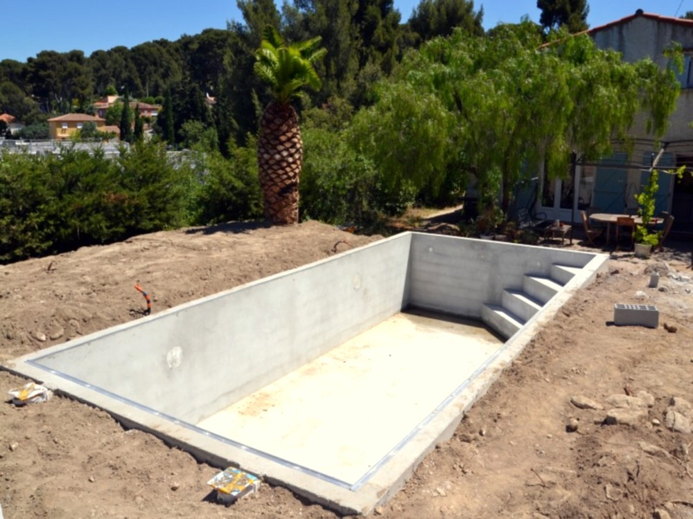Construction de piscines la ciotat aubagne g menos for Comparatif piscine coque ou beton